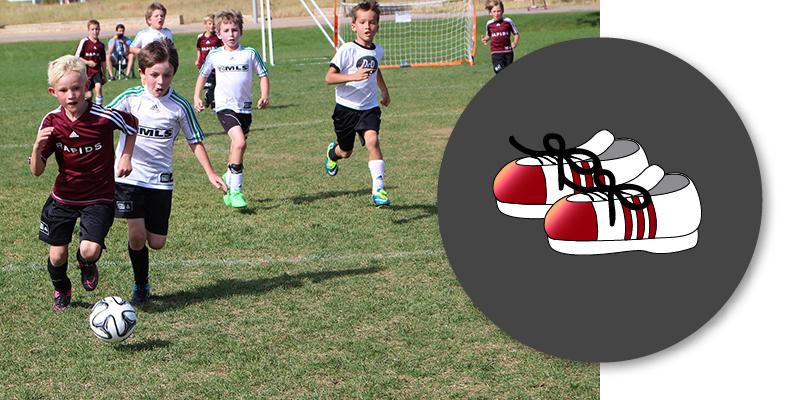 Chicos practicando deporte